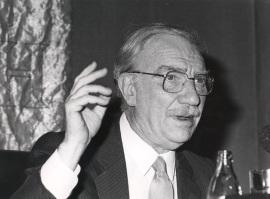 Fernando Fernán Gómez. Conferencia sobre El actor y los demás dentro del ciclo Teatro Español del siglo XX , 1985
