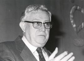 Carlos Sánchez del Río. Conferencia sobre De la filosofía natural a la física dentro del ciclo Los avances de la Física moderna , 1986