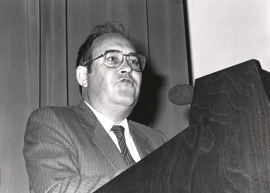 Antonio García Bellido. Conferencia sobre Evasión del virus de la peste porcina africana del sistema inmunológico - Medicina Molecular , 1986
