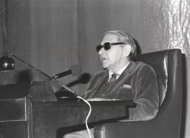 Gonzalo Torrente Ballester. Conferencia sobre Jardiel y el humor del absurdo dentro del ciclo El humor en el teatro español del siglo XX , 1986