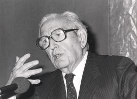 Joaquín Calvo Sotelo. Conferencia sobre Mihura: el hombre y su teatro dentro del ciclo El humor en el teatro español del siglo XX , 1986