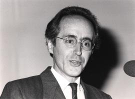 Miguel Beato. Conferencia sobre Regulación de la actividad génica por hormonas esteroides - Cell Receptors and Chemical signals , 1987