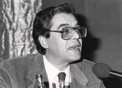 Guillermo Carnero. Conferencia sobre Significado vanguardista del centenario de Góngora en 1927 dentro del ciclo La generación del 27, sesenta años después