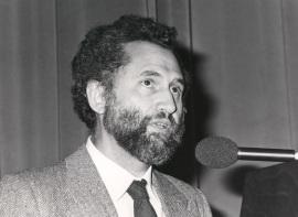 Víctor Pérez Díaz. Conferencia sobre Del autoritarismo a la democracia dentro del ciclo Democracia y sociedad. Legitimidad y eficacia , 1987