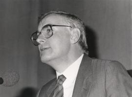 Víctor García de la Concha. Conferencia sobre La guerra literaria dentro del ciclo La modernidad poética en España (1888-1987) , 1987