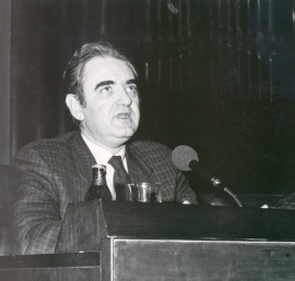 Tomás Marco en la presentación de su obra Espejo Oscuro, 1987