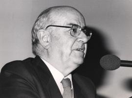 Julián Gállego. Conferencia sobre Las vanguardias españolas dentro y fuera de la Península (1920-1940) dentro del ciclo La pintura española en el siglo XX , 1988