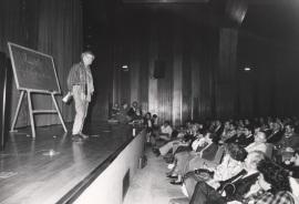 Agustín García Calvo. Conferencia sobre Los idiomas y la lengua dentro del ciclo Gramática común , 1988