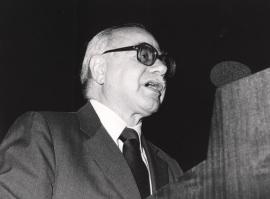 Daniel Bell. Conferencia sobre The Third Technological Revolution dentro del ciclo Cuatro lecciones de Ciencia Política , 1988
