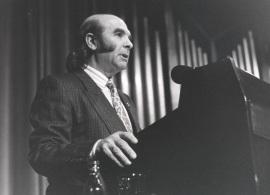 Claudio Prieto en el estreni de la obra We versión definitiva, de Luis de Pablo, 1988