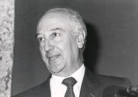 Miguel Ángel Ochoa. Conferencia sobre La diplomacia de los reinos medievales dentro del ciclo La diplomacia española en su historia , 1989