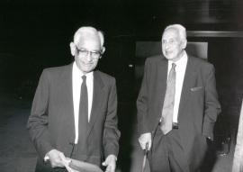 Gobin H. Khorana y Severo Ochoa. Conferencia sobre Light transduction in bacteriorhodopsin and vision - Membranes and cell Compartments , 1989