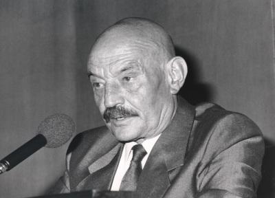 José Hierro. Conferencia sobre Rubén Darío, maestro mágico dentro del ciclo Cuatro divagaciones sobre poesía y poetas