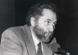 Víctor Pérez Díaz. Conferencia sobre La emergencia de una tradición dentro del ciclo La invención de la España democrática , 1990