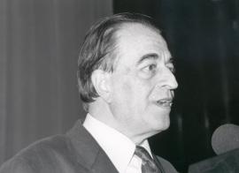 Ramón Barce en la presentación del Catálogo Libretos Españoles del siglo XX, 1991