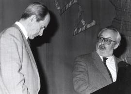 Juan Marichal y Antonio Gallego Gallego. Conferencia sobre Salinas y la universalización de la lírica española dentro del ciclo Memoria y vigencia de Pedro Salinas , 1991