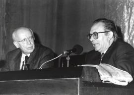 Emilio Lledó Iñigo y Pedro Cerezo Galán. Conferencia sobre Memoria de la ética dentro del ciclo El pensamiento, hoy , 1994
