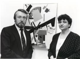Vladimir Gusev y Elena V. Basner. Exposición Malevich Colección del Museo Estatal Ruso, San Petersburgo, 1993