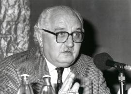 Pedro Martínez Montávez. Conferencia sobre Factores de convergencia y de divergencia en la realidad social árabe islámica dentro del ciclo Mundo árabe e islamismo en el final del siglo , 1995