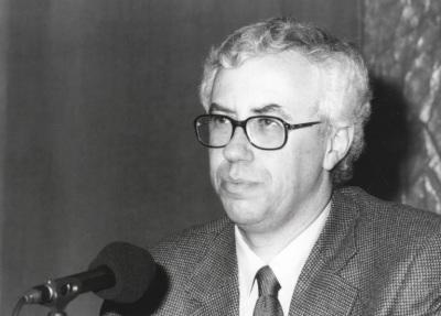 José Manuel Sánchez Ron. Conferencia sobre La matemática, instrumento universal de conocimiento: de Euclides a Gödel dentro del ciclo La ciencia a través de su historia