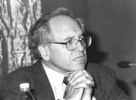 José Álvarez Junco. Conferencia sobre Las Ciencias sociales ante el fenómeno nacional dentro del ciclo La formación de la identidad española , 2001
