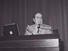 José María Luzón. Conferencia sobre Héroes y Señores en la Edad del Bronce dentro del ciclo Temas clásicos de Arqueología , 2003