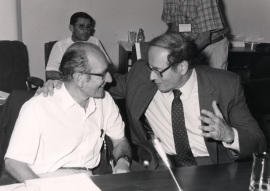 Cesar Milstein y Gerald M. Edelman. Workshop The Reference points in evolution, 1990