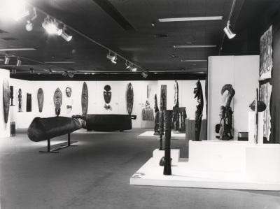 Vista parcial de la exposición Arte de Nueva Guinea y Papúa