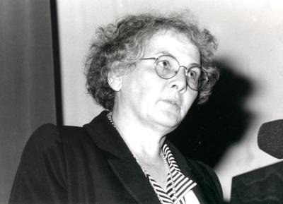 Christiane Nübsleim-Volhasd. Seminario Biology at the Edge of Next Century