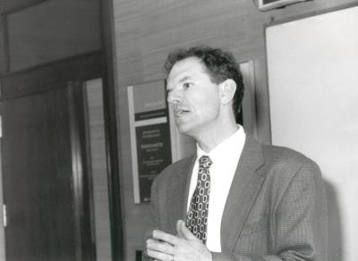 Geoffrey Garret. Profesor de seminario. Curso 1998-99