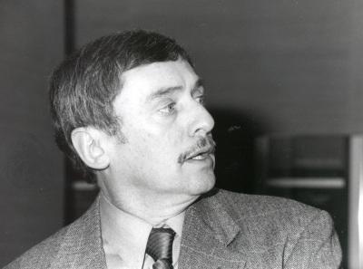 John Aldrich. Profesor de seminario. Curso 2000-01