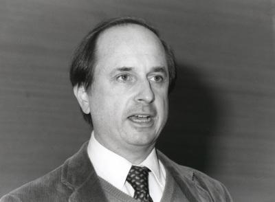 John Zaller. Profesor de seminario. Curso 2000-01