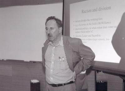 John Roemer. Profesor de seminario. Curso 2002-03