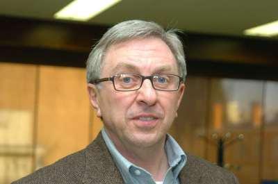 John Ermisch. Profesor de seminario. Curso 2004-05