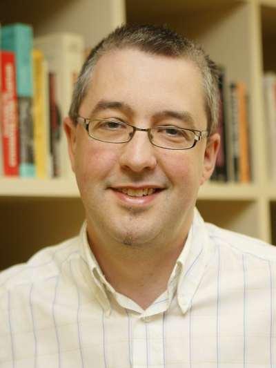 Sascha O. Becker. Profesor de curso.