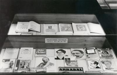 Exposición gráfica con fondos sobre Teatro Español del siglo XX