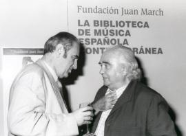Tomás Marco y Antón García Abril en la presentación del Libro-Catálogo de la Biblioteca de Música Española Contemporánea, 2001