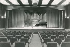 Vista del salón de actos de la Fundación Juan March, 1975
