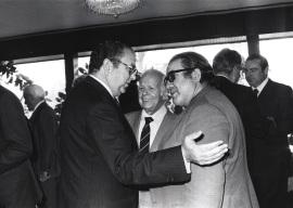 Iñigo Cavero, Luis Calvo y José Luis Martín Descalzo. Comida-Homenaje de ABC a la Fundación Juan March, 1980