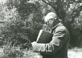 Fernando Zóbel tomando apuntes, 1982