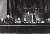 Enrique Tierno Galván, Federico Moreno-Torroba, Soledad Becerril, Juan Carlos de Borbón y Sofía de Borbón. Acto de entrega de los Premios de la Sociedad General de Autores Españoles