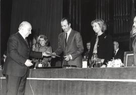 Federico Moreno-Torroba, Soledad Becerril, Juan Carlos de Borbón y Sofía de Borbón. Acto de entrega de los Premios de la Sociedad General de Autores Españoles, 1982