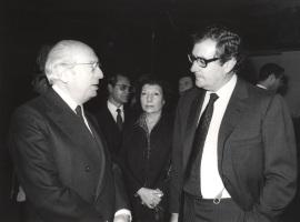 Enrique Tierno Galván y Juan March Delgado. Acto de entrega de los Premios de la Sociedad General de Autores Españoles, 1982