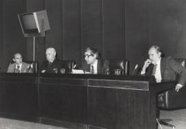 José Luis Yuste Grijalba, Pedro Laín Entralgo, José María López Piñero y José María Castellet. Presentación del libro Diccionario Histórico de la Ciencia Moderna en España, 1983