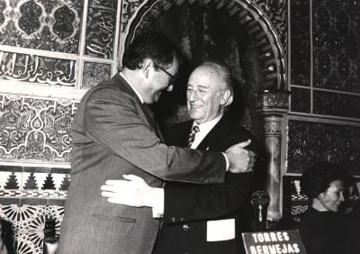 Juan March Delgado y Antonio Mingote. Concesión a la F.J.M. del Garbanzo de plata
