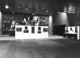 Vista parcial de la exposición. Encuentro con José Hierro, 1991