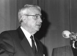 Cristóbal Halffter. Acto de entrega del Premio y Beca Montaigne/94, 1994