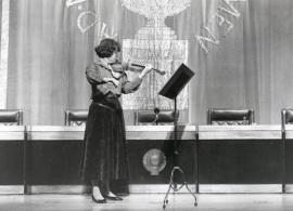 Christiane Edinger. Recital de violín en el Acto de entrega del Premio y beca Montaigne/94, 1994