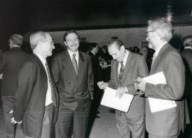 José María Maravall, Juan Luis Cebrián, Antonio Buero Vallejo y José María González García. Presentación del nº 100 de la Revista Saber Leer, 1996