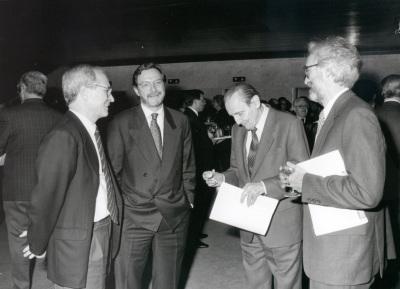 José María Maravall, Juan Luis Cebrián, Antonio Buero Vallejo y José María González García. Presentación del nº 100 de la Revista Saber Leer